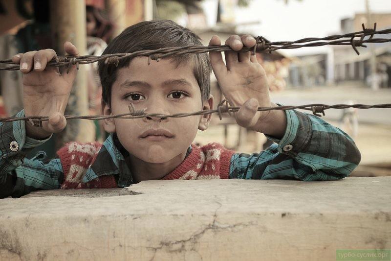 Замкнутого ребенка будут унижать в коллективе