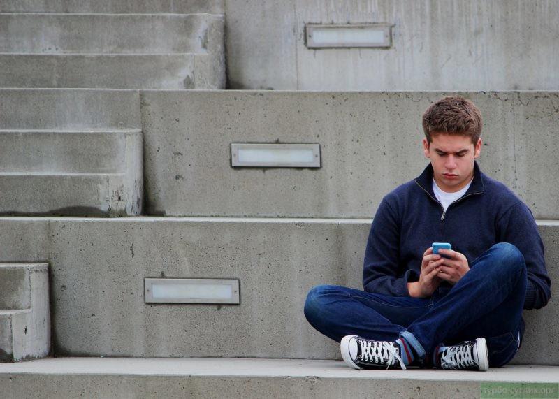 Чаще не уверены в себе подростки