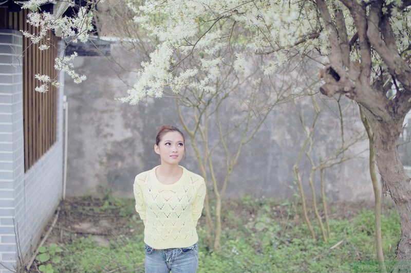 застенчивая азиатская девушка